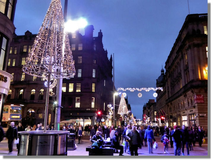 Put your festive cheer to good use with a Christmas job in Glasgow, perfect for those who live locally. Earn some money during your time off as a student or get a second job to help with the costs of Christmas.