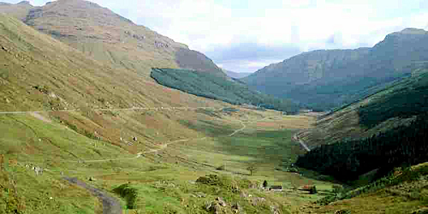 a history of the scots highlands The highlands is also home to the highest mountain in the uk, ben nevis, which stands to a height of 1,344 metres above sea level also in the ben nevis area is inverlochy castle, built in 1275 by john the black comyn, chief of the clan comyn.
