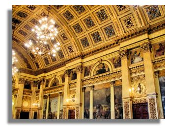 Illustrated Guide To Places To Visit Glasgow City Chambers