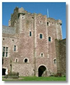 Illustrated Guide to Places to Visit - Doune Castle
